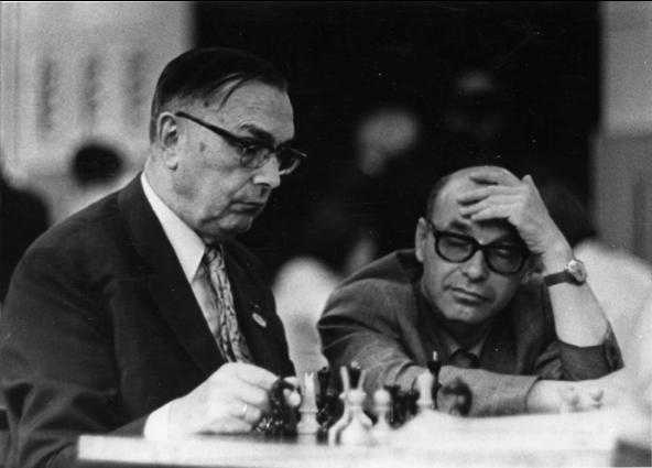 А теперь - с  Максом Эйве за анализ (Ленинград, Межзональный турнир, 1973 г.)