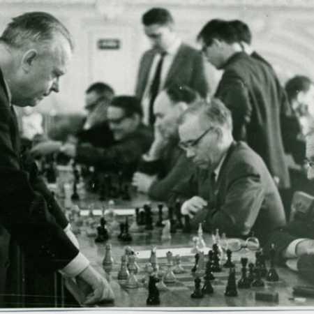 Александр Казимирович Толуш в шахматном клубе им Чигорина, середина 60-х