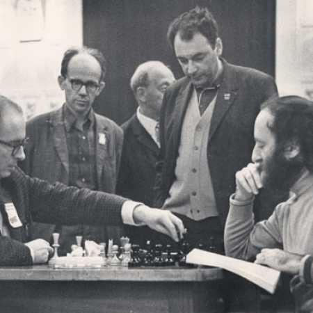 Я.Г.Фельдман (стоит справа) на межзональном турнире, 1973г.